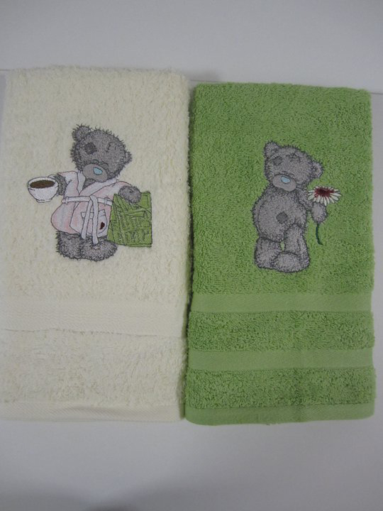 Soft towels with teddy bears embroidery