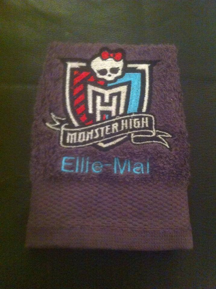 Bath towel embroidered with Monster High logo