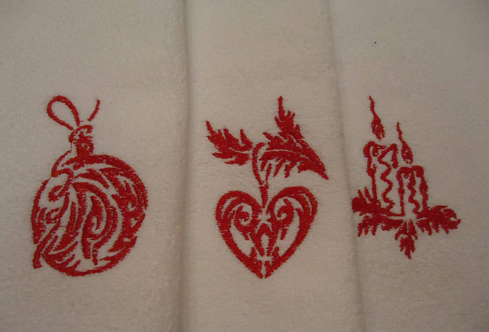 Embroidered naprkins with christmas design