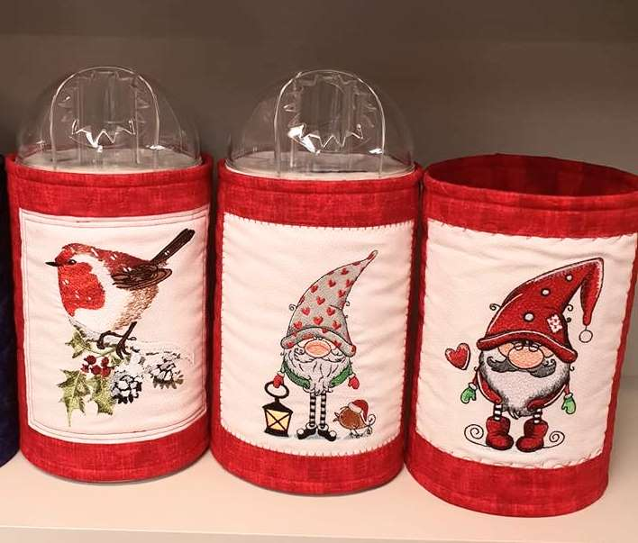 Embroidered Christmas baskets with designs