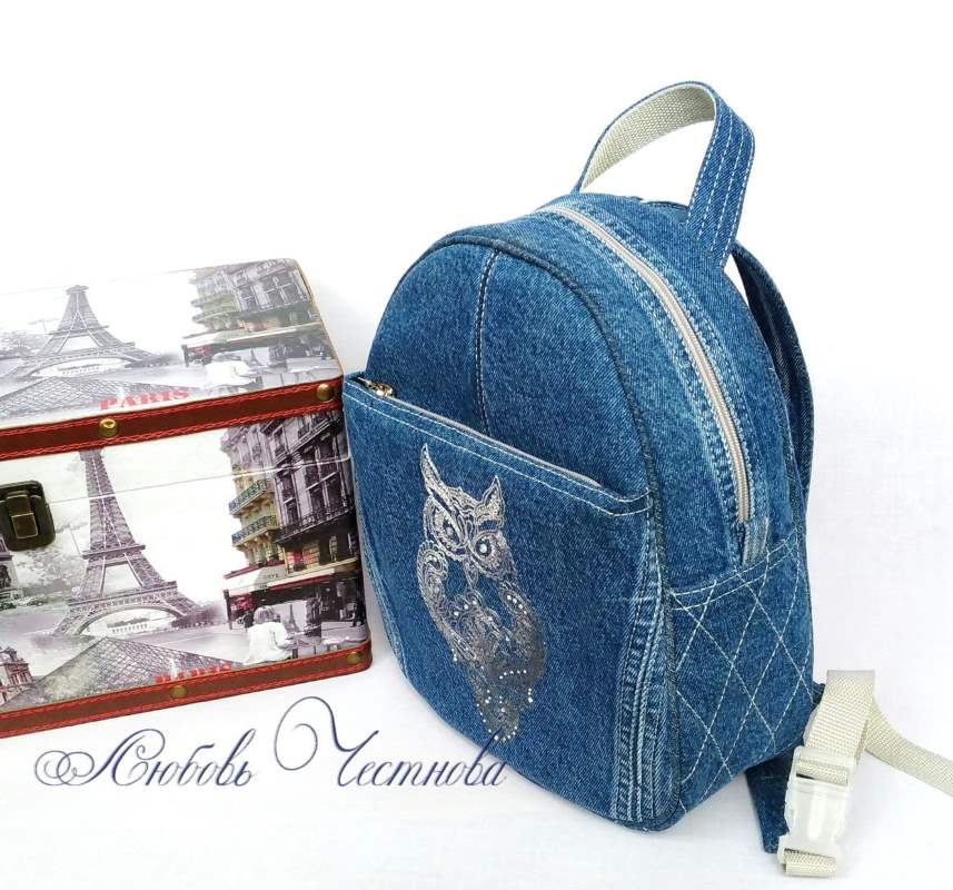 Design embroided in bag
