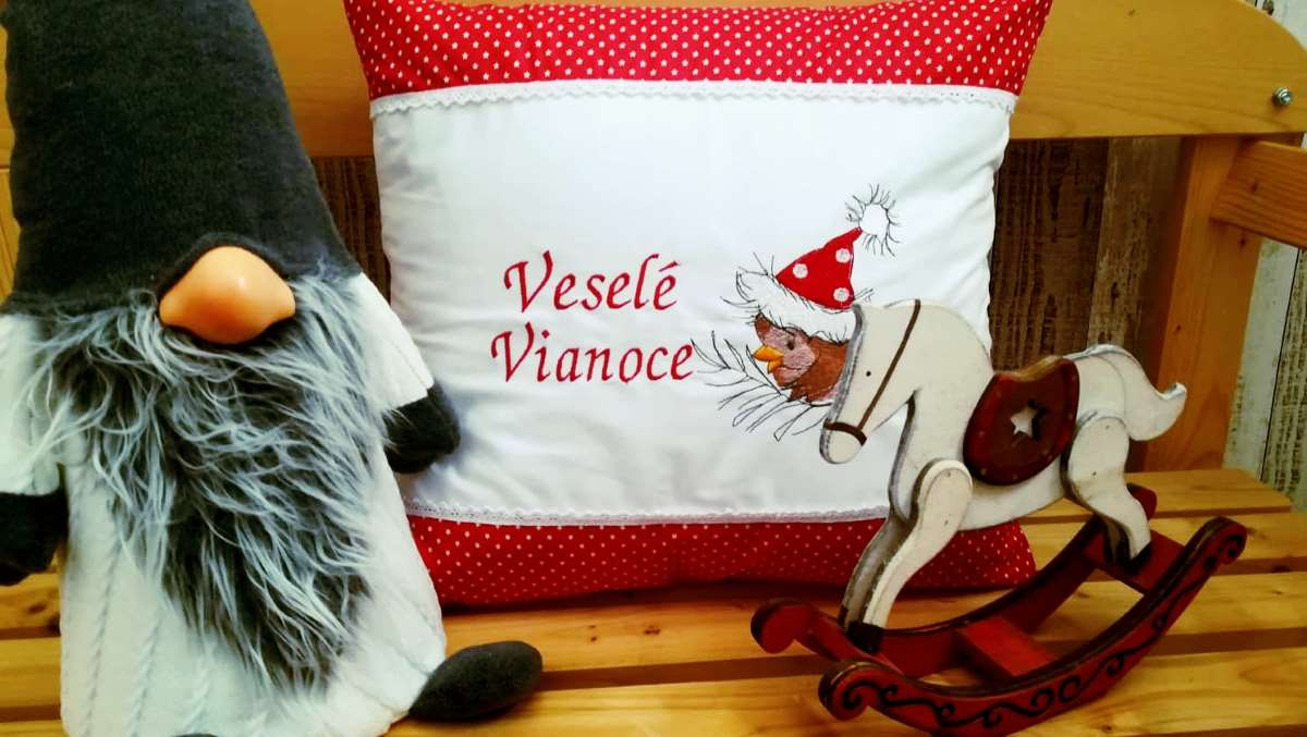 Cushion with Christmas small bird embroidery design