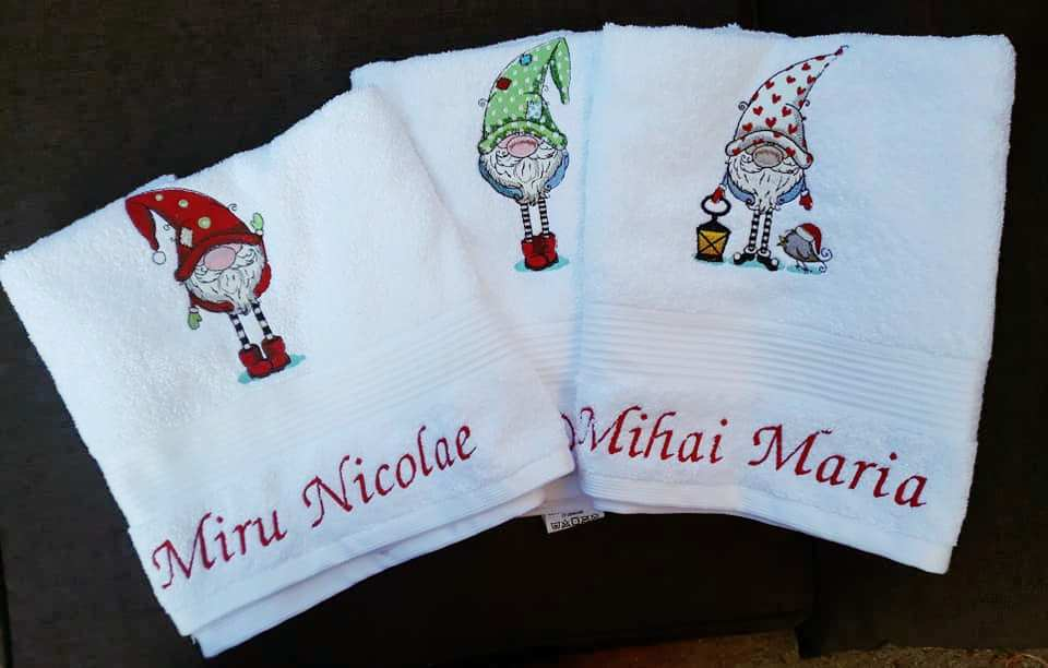Bathroom towels set with Christmas dwarves designs