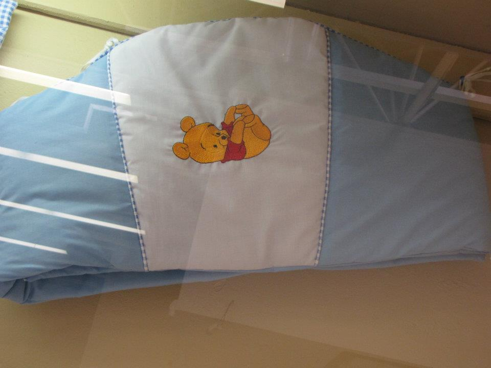Cute bed bumper embroidered with Winnie the Pooh