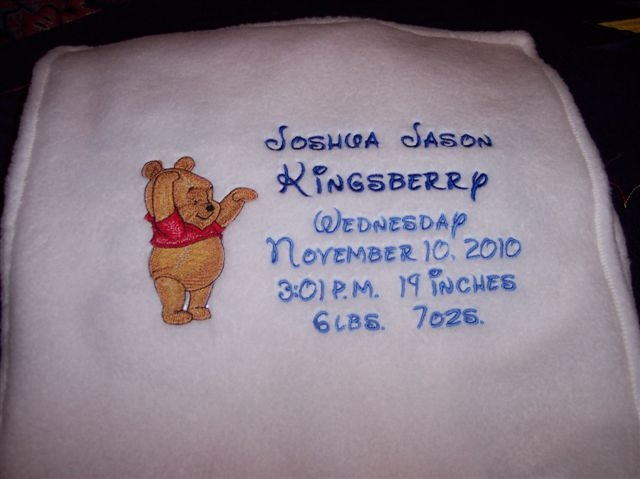 Fleece baby blanket embroidered with baby Pooh design