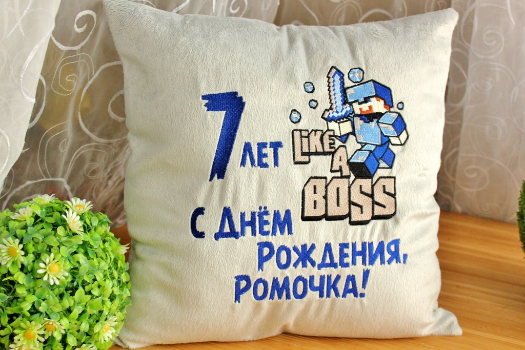 Cushion with Like a boss embroidery design