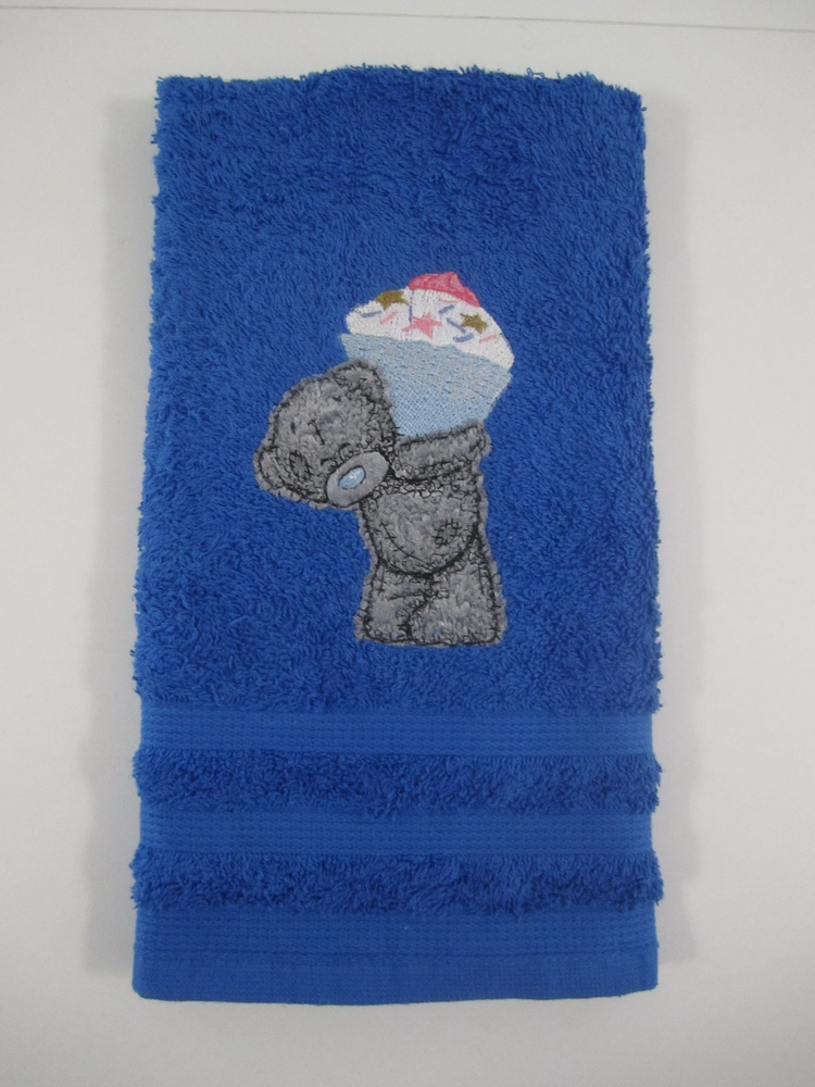Teddy bear big cupcake design embroidered on towel