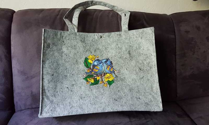 Embroidered cotton bag with sparrow designs