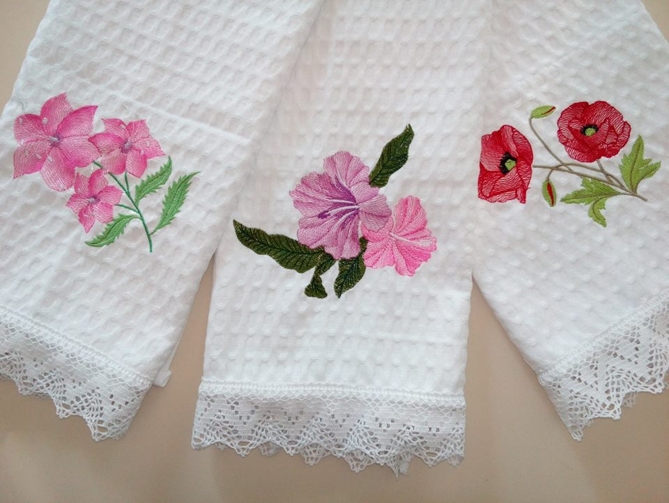 Bath towels with flowers embroidery designs