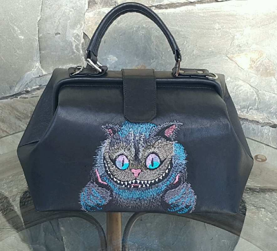 Embroidered leather woman bag