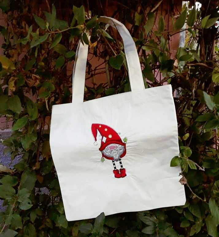 Shopping bag with Christmas gnome design