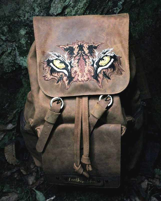 Backpack leather with predator muzzle
