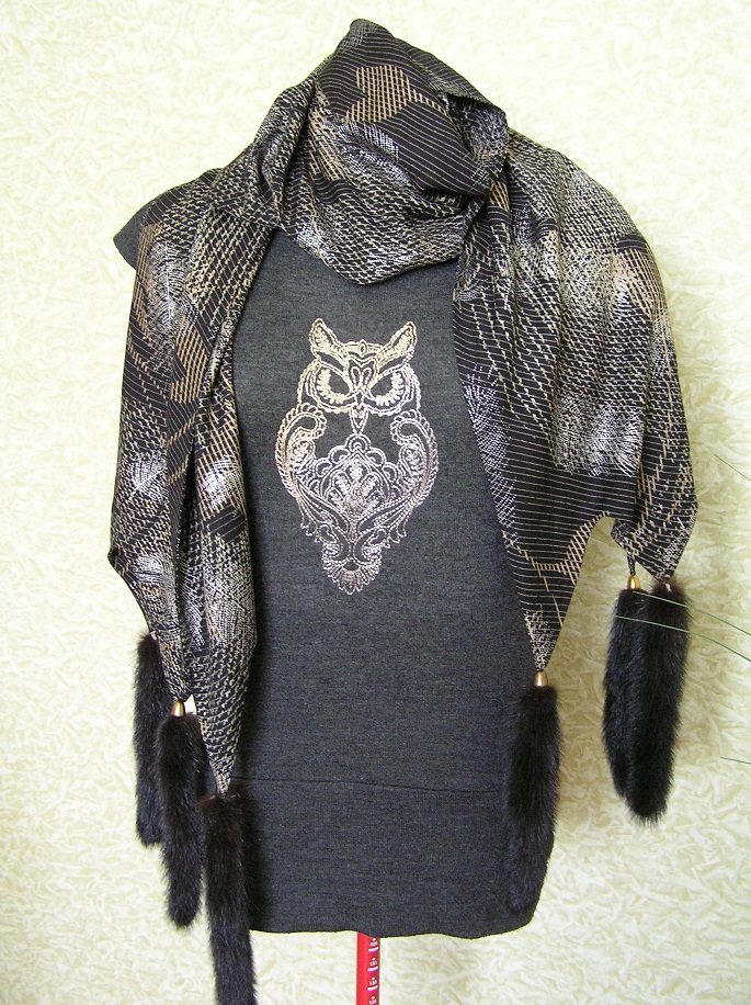 Owl blend on sweater embroidered