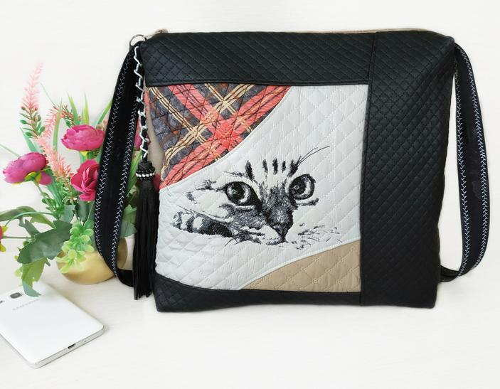 Embroidered handbag with cat design