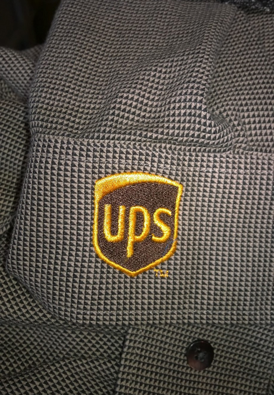 UPS logo embroidered in pocket shirt