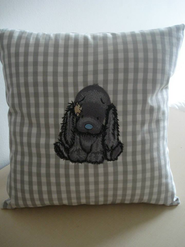 Pillowcase embroidered with blue nose puppy