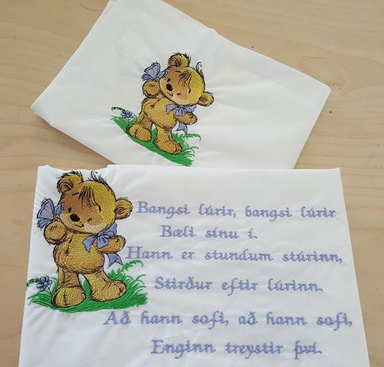 Embroidered napkins with Teddy Bear cute design