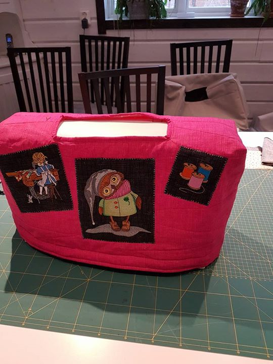 Sewing machine cover with Owl embroidery design