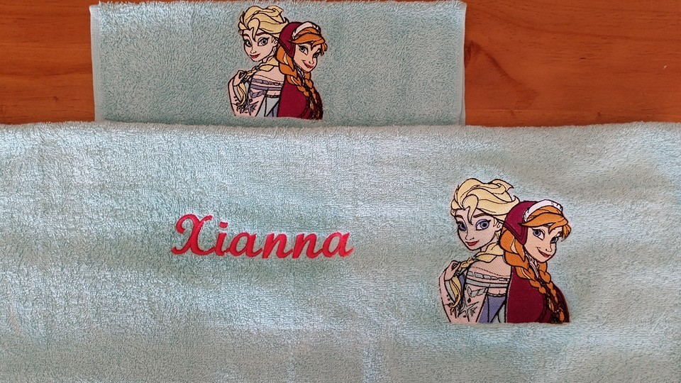 Bath towels with Frozen sisters embroidery design