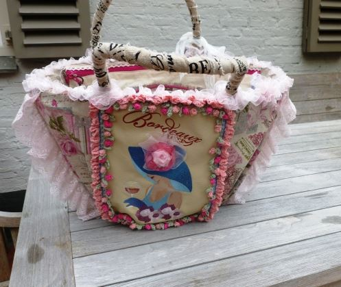 Bag embroidered with coquette design