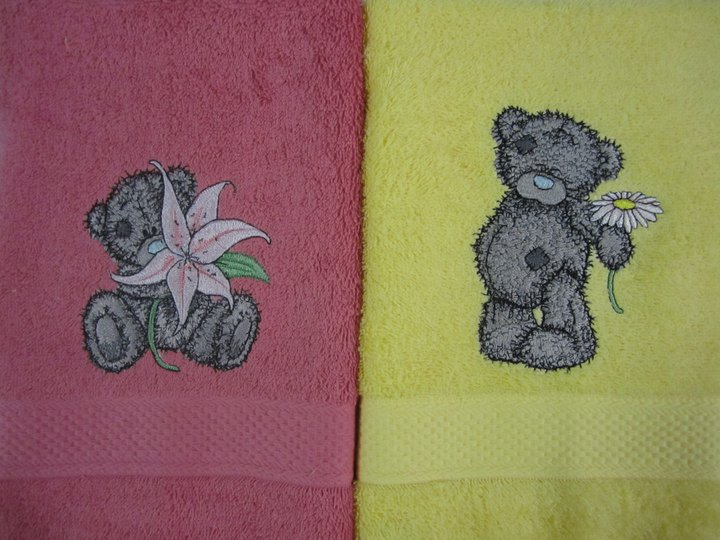 Colorful towels embroidered with teddy bears designs