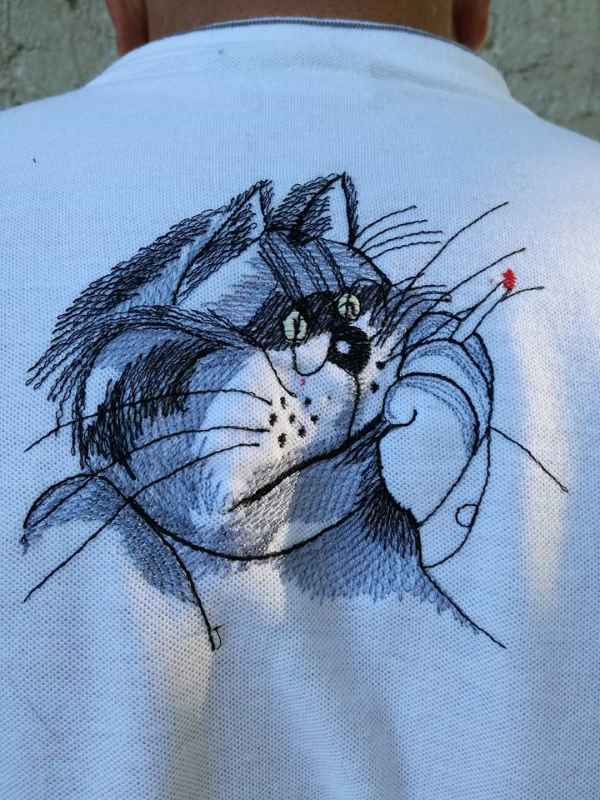 Back of embroidered t-shirt with Smooking cat design