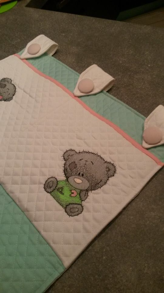 Baby quilt embroidered with teddy bear design