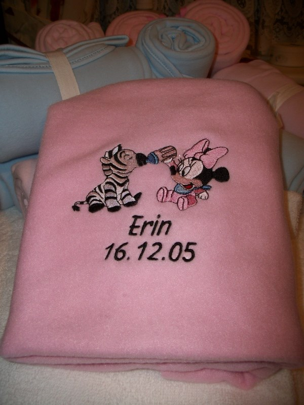 Embroidered fleece blanket with Minnie Mouse and zebra