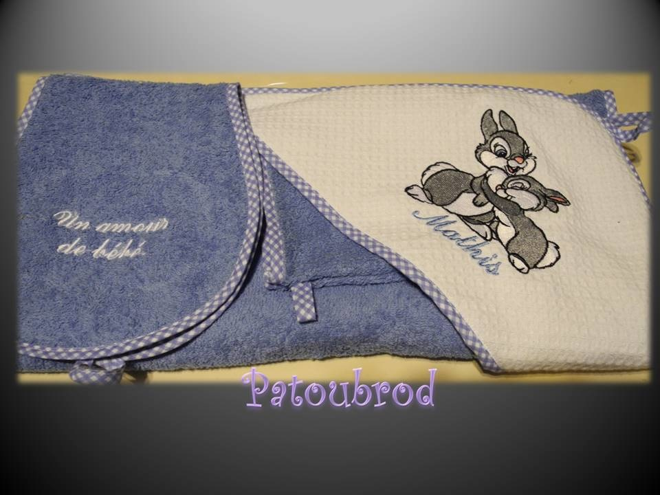 Embroidered towel with Bambi's friends