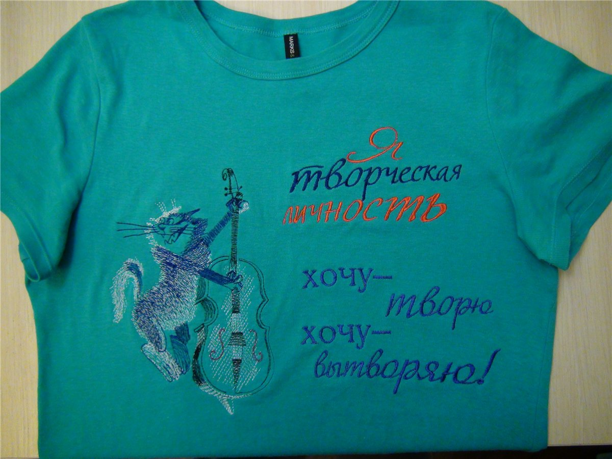 Blue embroidered t-shirt with musical cat