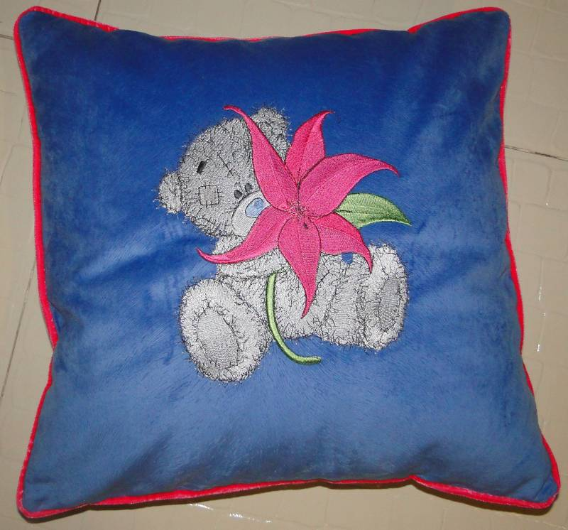 Blue pillowcase with embroidered teddy bear with flower