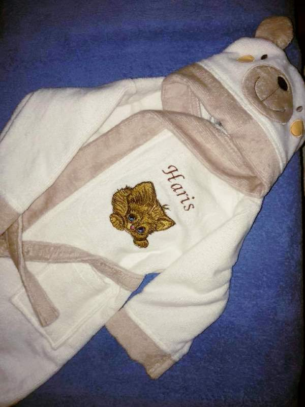 Bathrobe with kitten embroidery design
