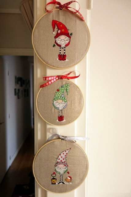 Round wood frames with embroidery designs
