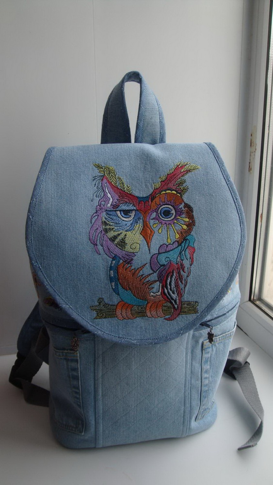 Owl in color embroidered on jeans bag