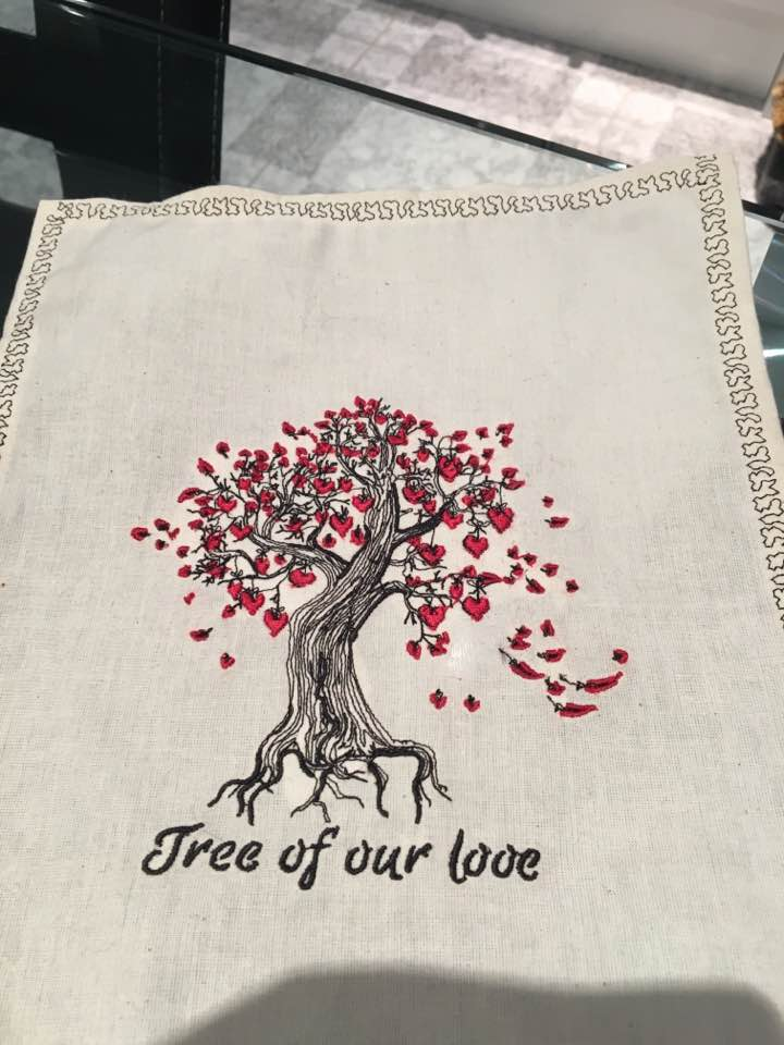 serviette with tree of our love embroidery design