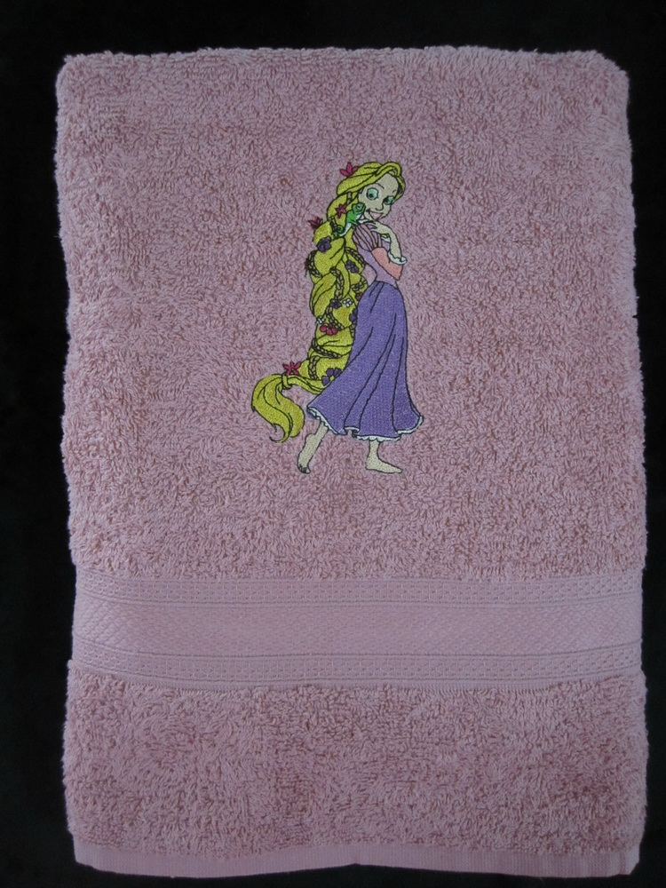 Bath towel embroidered with Tangled design