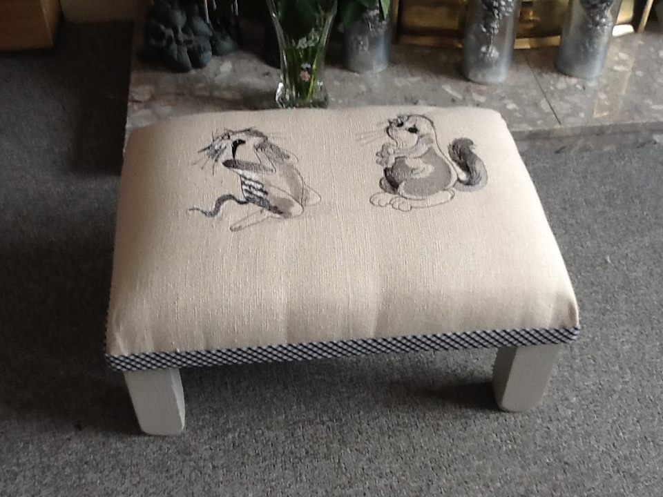 Creative bench with happy cats free embroidery design