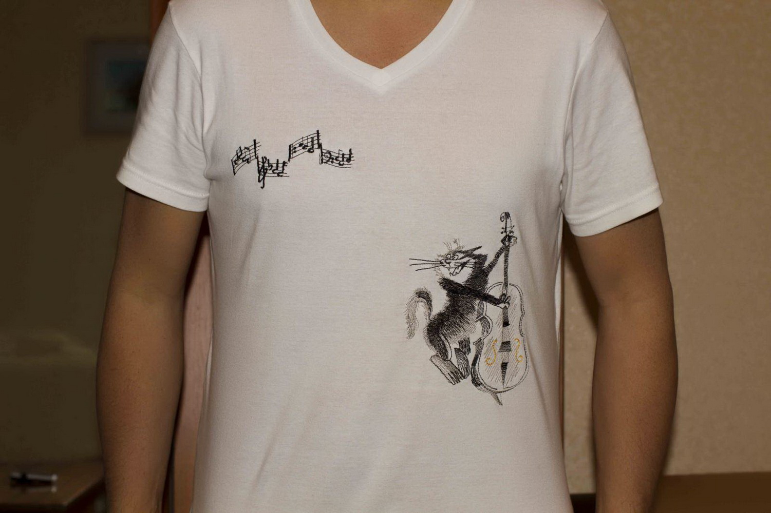 Cat with a contrabass design on t-shirt embroidered