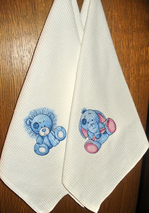 Towels embroidered with blue nose lion and elephant