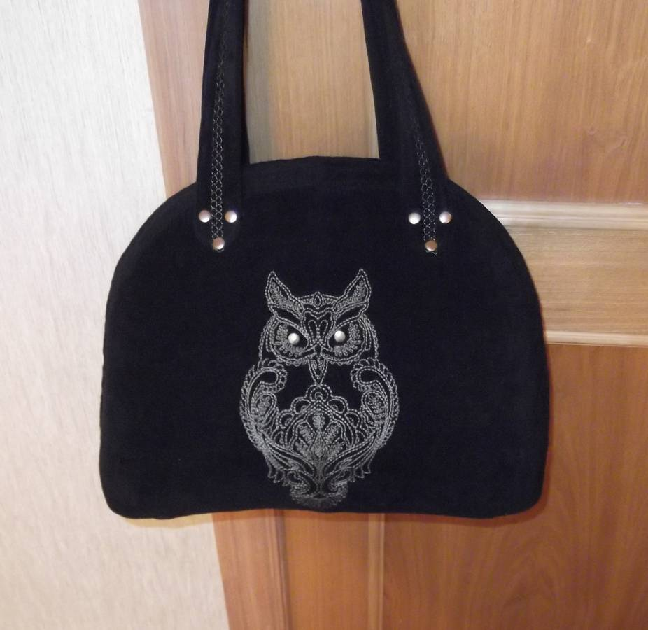 Black bag with owl embroidered
