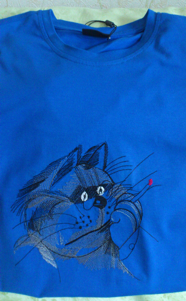 t-shirt embroidered with cat free design
