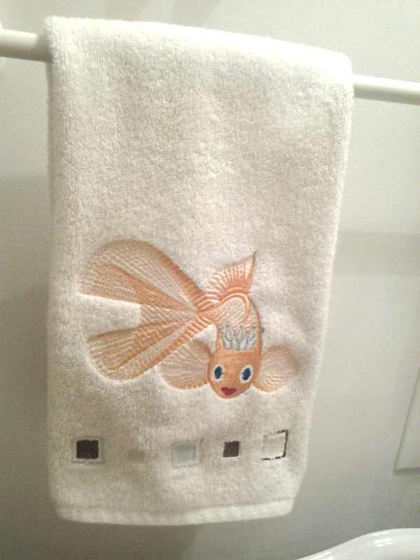 Embroidered bath towel with gold fish free design