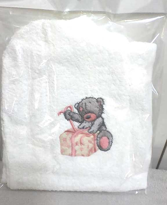 Towel teddy bear with gift embroidery design
