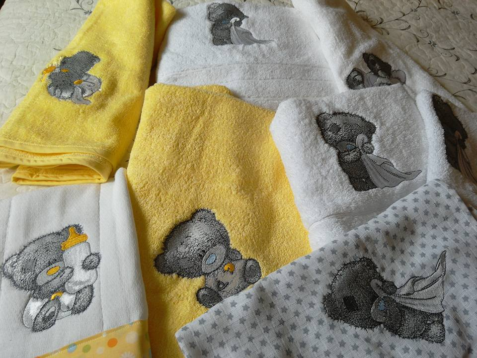 Towels witht Teddy bear embroidery designs