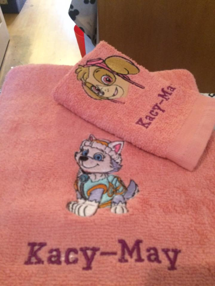 Girl puppies from Paw Patrol embroidered on pink bath towels