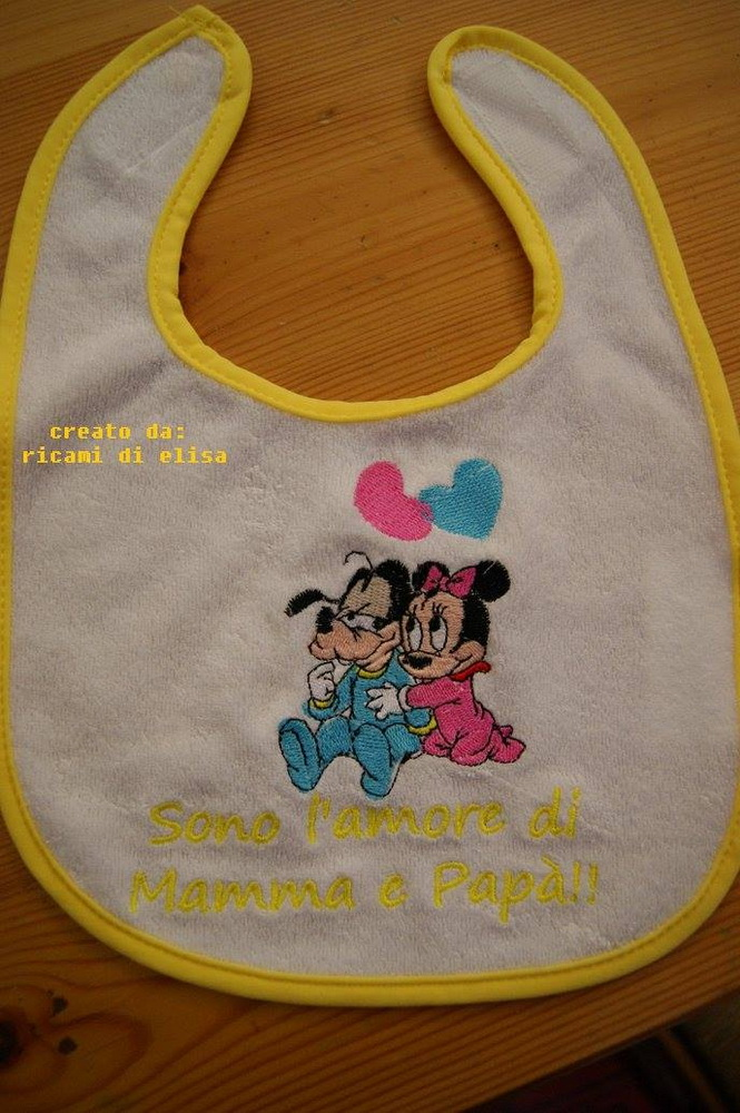 Embroidered Goofy and Minnie we love design on bib