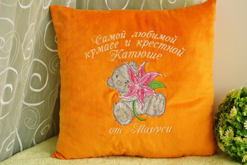 Pillowcase embroidered with bear with flower