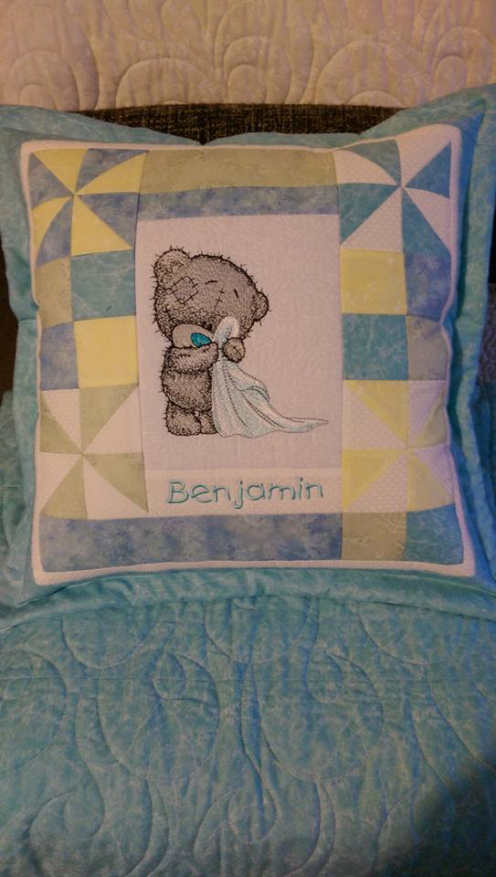 Teddy bear in the bathroom design embroidered on pillowcase