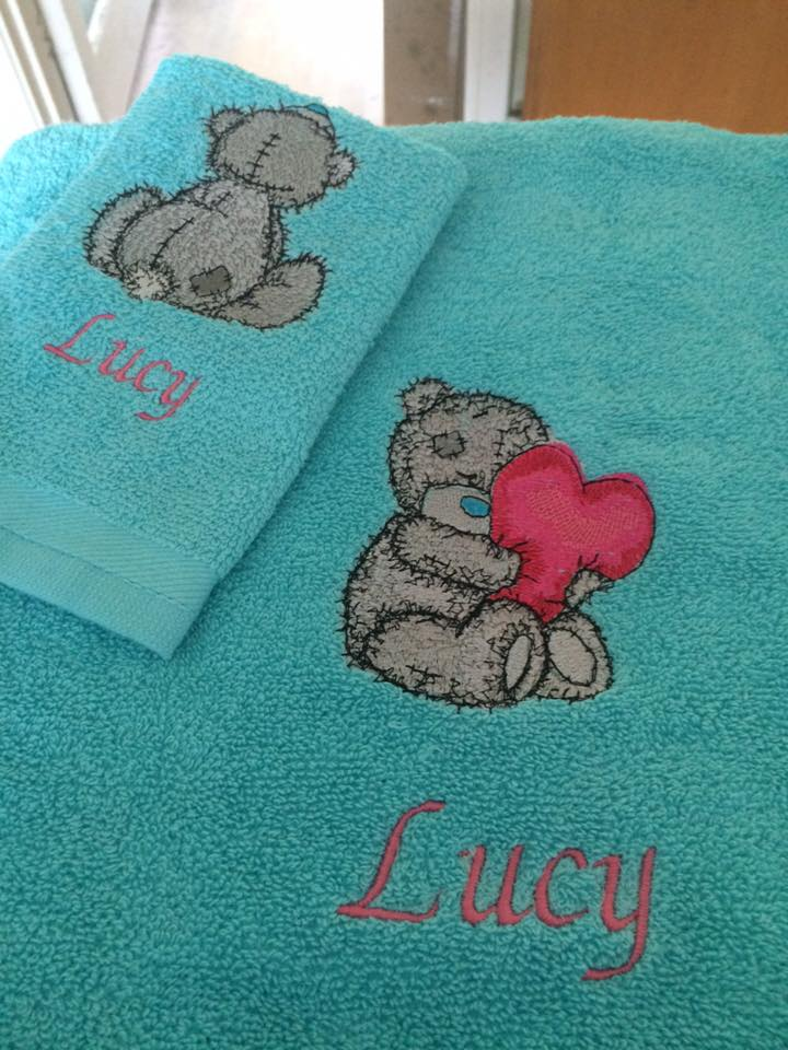Bath towels with teddy bears embroidery designs