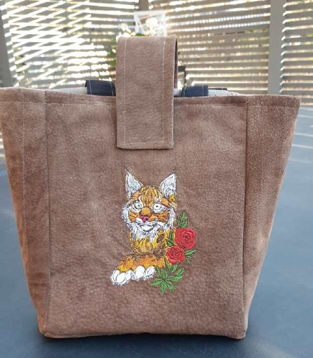 Adorable bag with Lynx and rose embroidery design